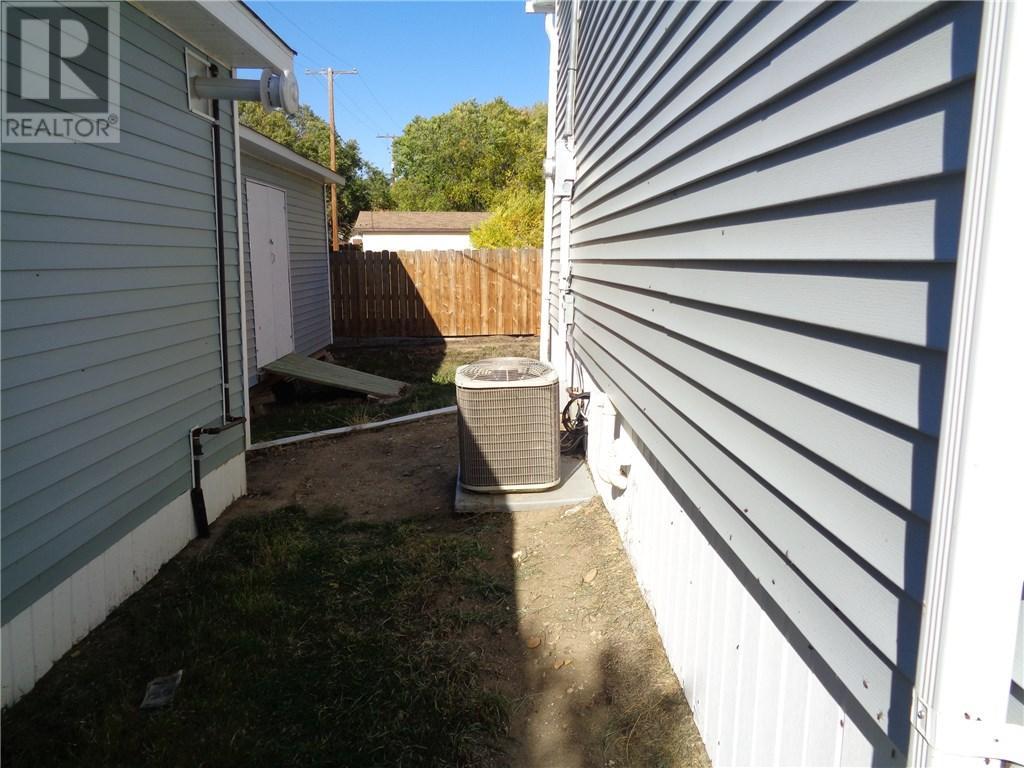 158 Municipal Dr, Coronach, Saskatchewan  S0H 0Z0 - Photo 40 - SK708242