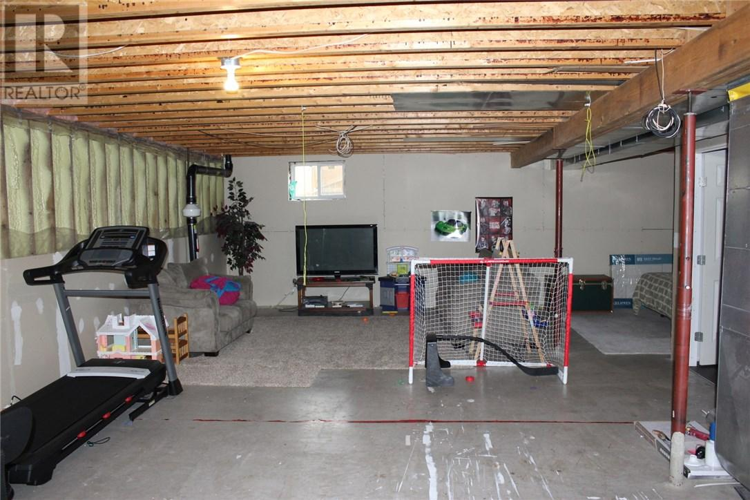 211 Front St, Eastend, Saskatchewan  S0N 0T0 - Photo 30 - SK708561