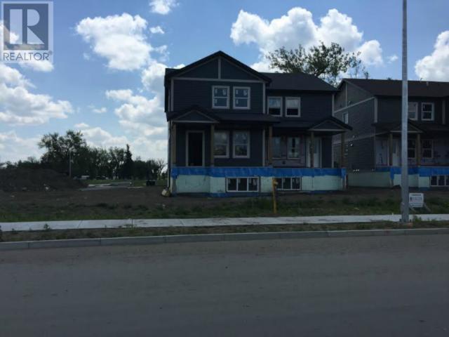 135 Saskatchewan Dr, Weyburn, Saskatchewan  S4H 3C3 - Photo 1 - SK708872