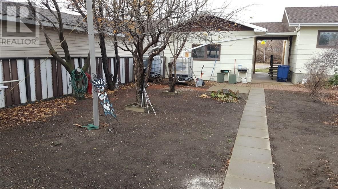 105 Magnan St, Gravelbourg, Saskatchewan  S0H 1X0 - Photo 43 - SK710254