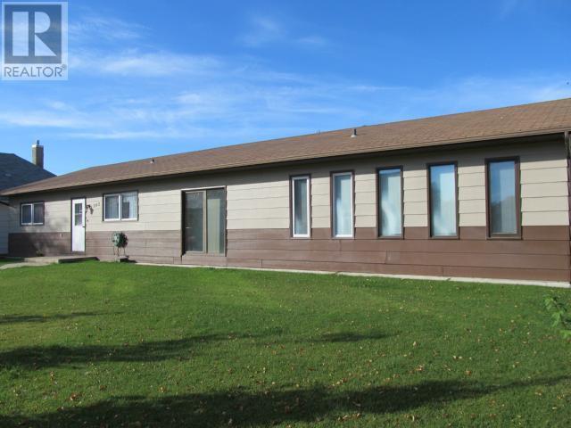 365 1st St E, Shaunavon, Saskatchewan  S0N 2M0 - Photo 1 - SK710376