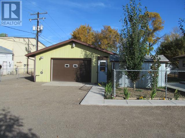 365 1st St E, Shaunavon, Saskatchewan  S0N 2M0 - Photo 36 - SK710376