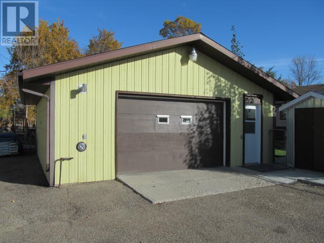 365 1st St E, Shaunavon, Saskatchewan  S0N 2M0 - Photo 37 - SK710376