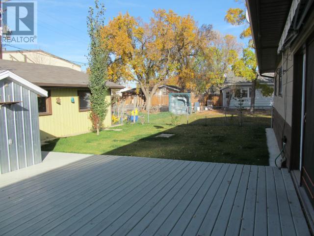 365 1st St E, Shaunavon, Saskatchewan  S0N 2M0 - Photo 38 - SK710376