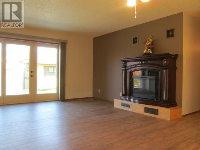 365 1st St E, Shaunavon, Saskatchewan  S0N 2M0 - Photo 4 - SK710376
