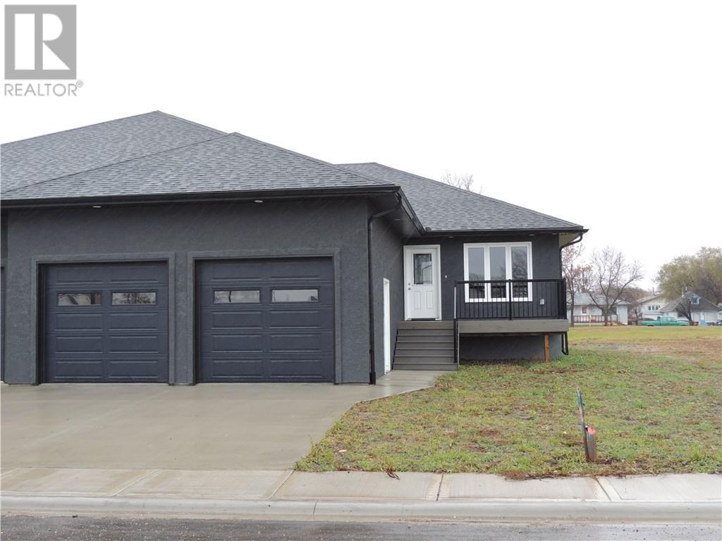 302 Hammett By, Bienfait, Saskatchewan  S0C 0M0 - Photo 3 - SK710937
