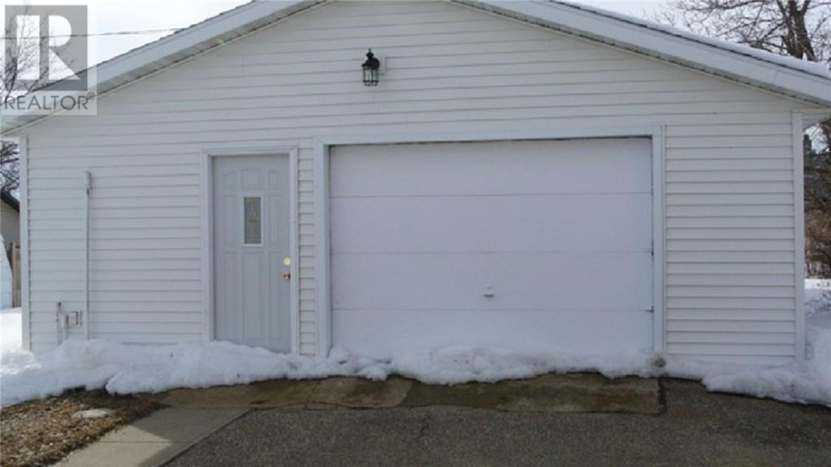 312 Ewen St, Oxbow, Saskatchewan  S0C 2B0 - Photo 2 - SK711209