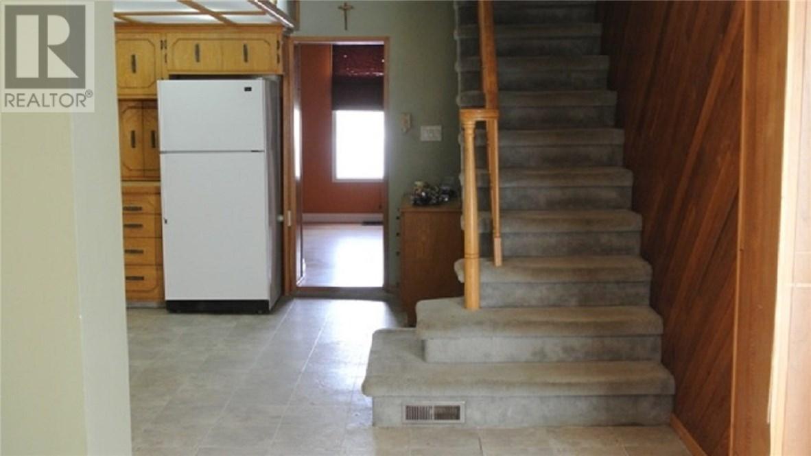 312 Ewen St, Oxbow, Saskatchewan  S0C 2B0 - Photo 4 - SK711209
