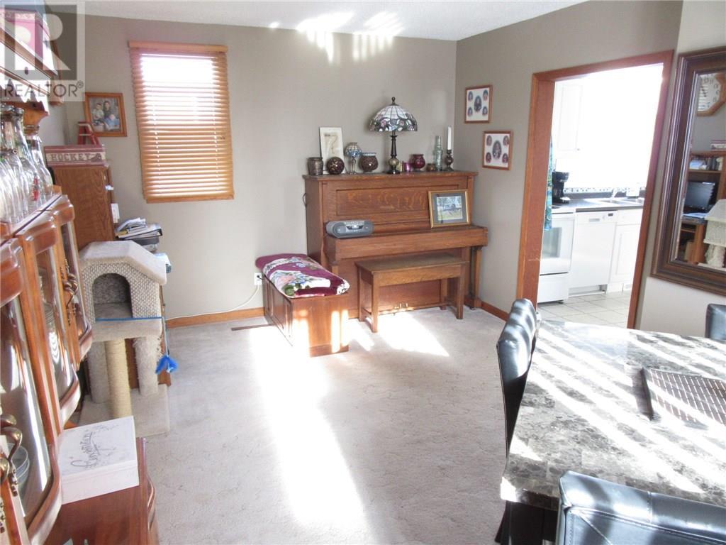 66 12th St, Weyburn, Saskatchewan  S4H 1K5 - Photo 14 - SK711471