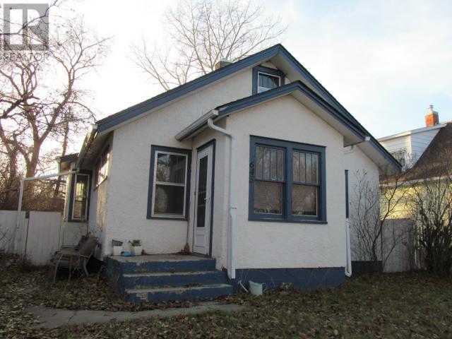 645 Centre St, Shaunavon, Saskatchewan  S0N 2M0 - Photo 1 - SK711605