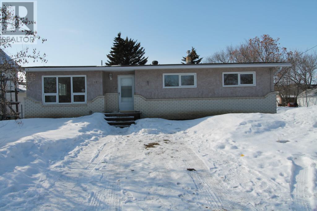 712 Main St, Oxbow, Saskatchewan  S0C 2B0 - Photo 1 - SK711522