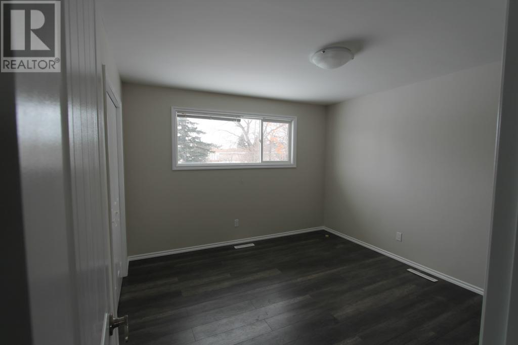 712 Main St, Oxbow, Saskatchewan  S0C 2B0 - Photo 9 - SK711522