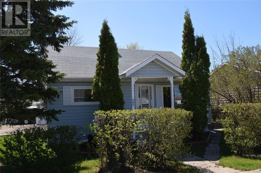 302 Carbon Ave, Bienfait, Saskatchewan  S0C 0M0 - Photo 1 - SK712672