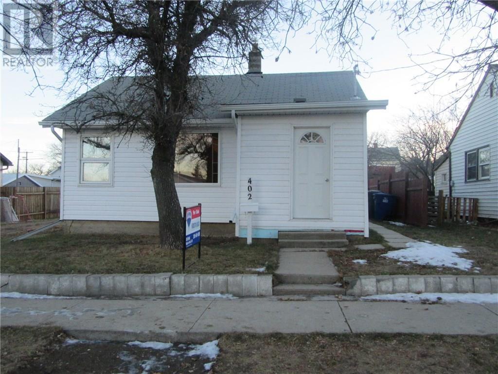 402 2nd Ave, Weyburn, Saskatchewan  S4H 3P4 - Photo 1 - SK713104