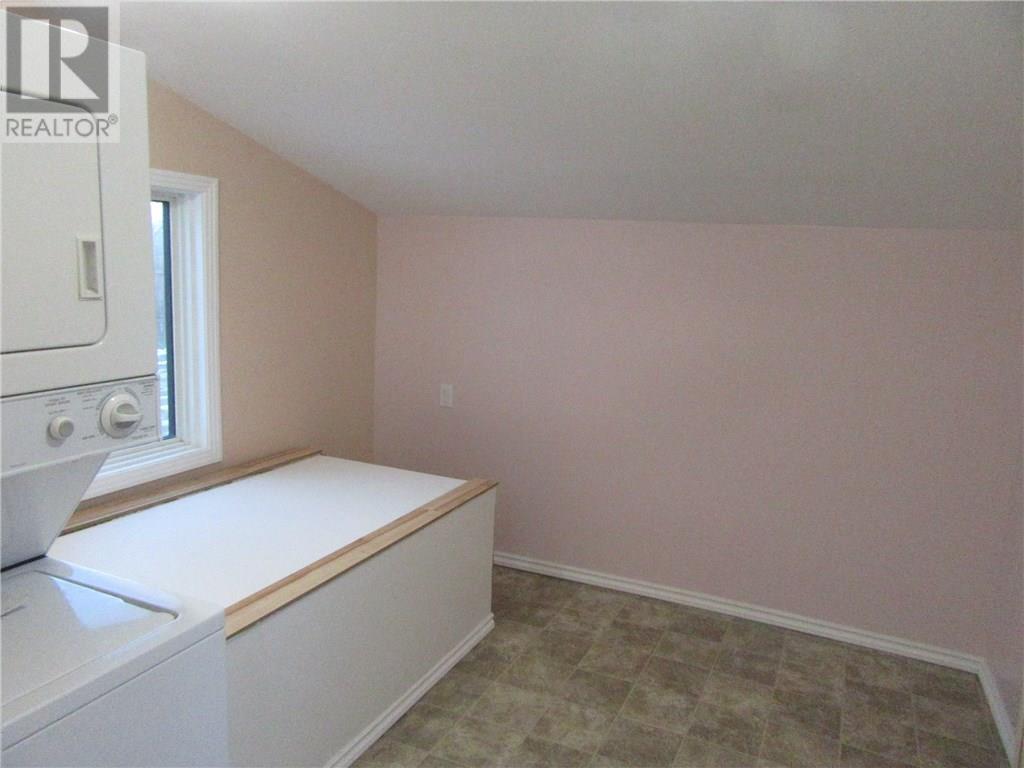 402 2nd Ave, Weyburn, Saskatchewan  S4H 3P4 - Photo 12 - SK713104