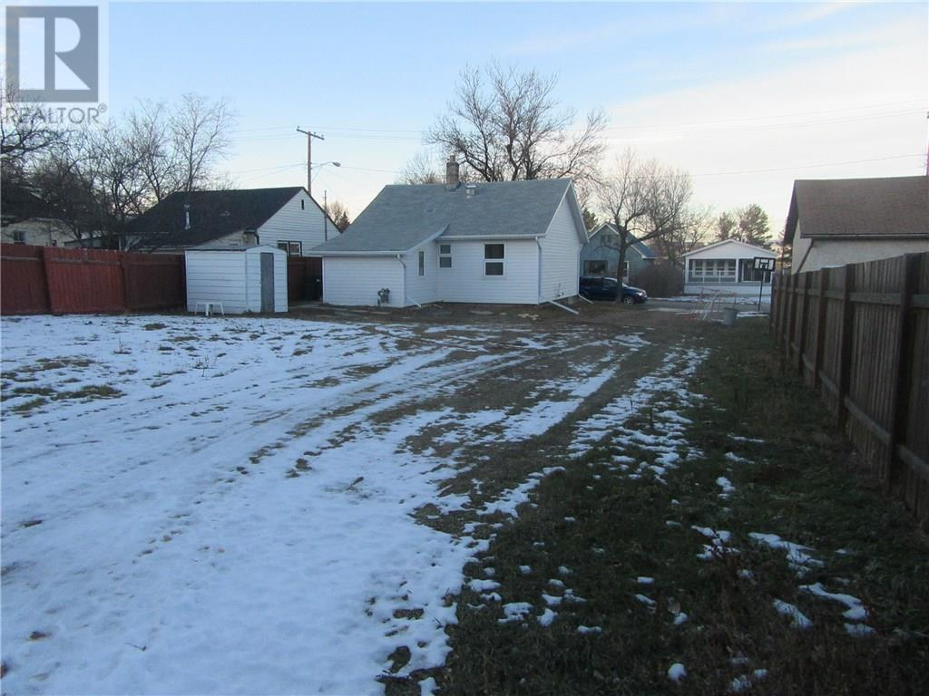 402 2nd Ave, Weyburn, Saskatchewan  S4H 3P4 - Photo 15 - SK713104