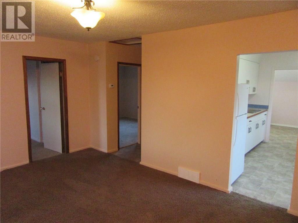 402 2nd Ave, Weyburn, Saskatchewan  S4H 3P4 - Photo 8 - SK713104