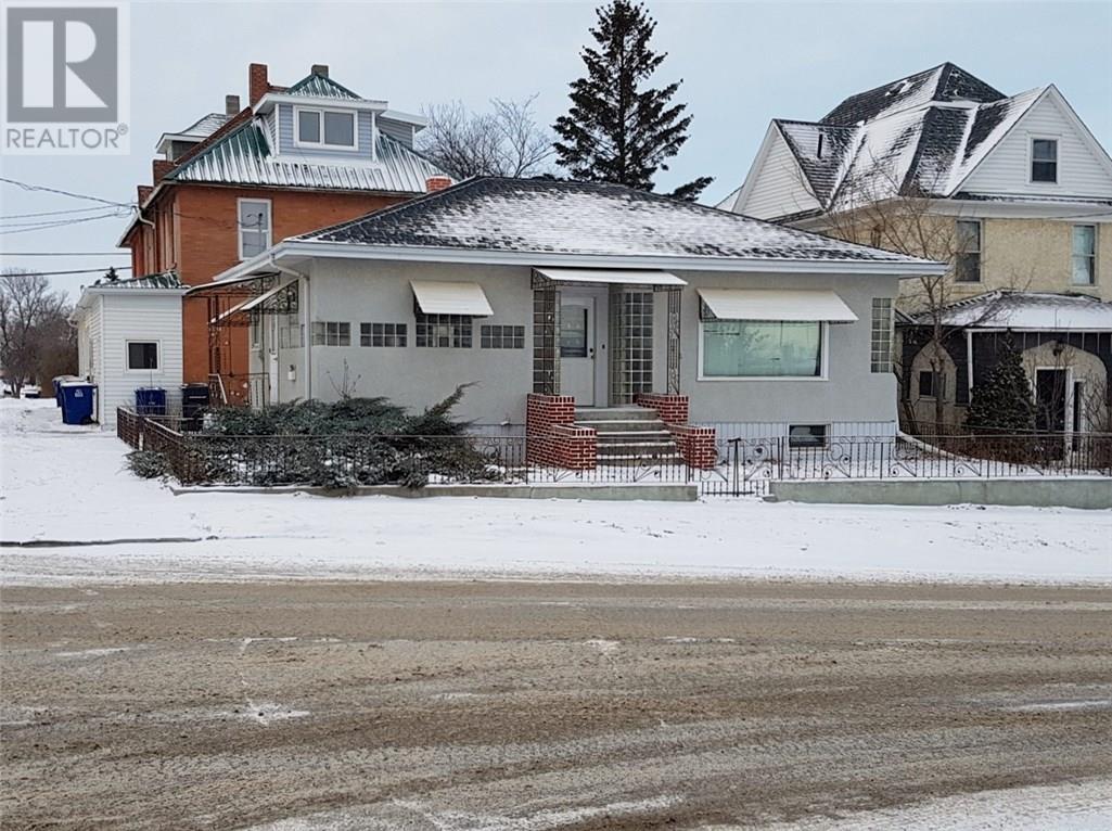 123 3rd St S, Weyburn, Saskatchewan  S4H 2C1 - Photo 3 - SK714264