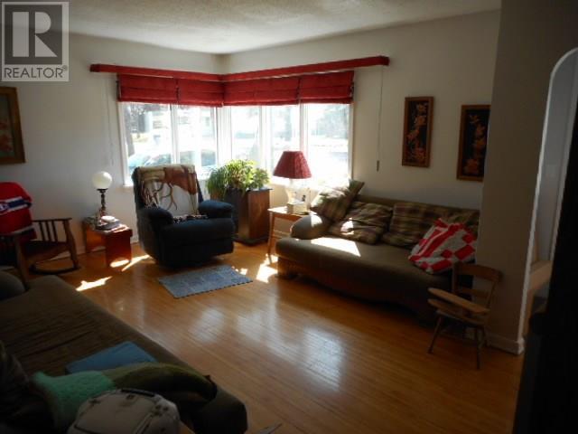 802 Regina Ave, Grenfell, Saskatchewan  S0G 2B0 - Photo 12 - SK714097