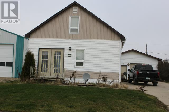 215 6th Ave E, Gravelbourg, Saskatchewan  S0H 1X0 - Photo 2 - SK714272