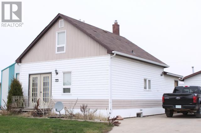 215 6th Ave E, Gravelbourg, Saskatchewan  S0H 1X0 - Photo 3 - SK714272