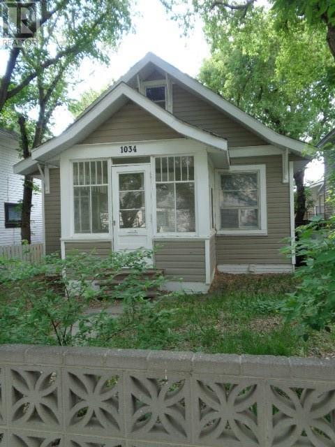 1034 Connaught Ave, Moose Jaw, Saskatchewan  S6H 5B5 - Photo 1 - SK714758