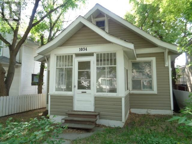 1034 Connaught Ave, Moose Jaw, Saskatchewan  S6H 5B5 - Photo 2 - SK714758