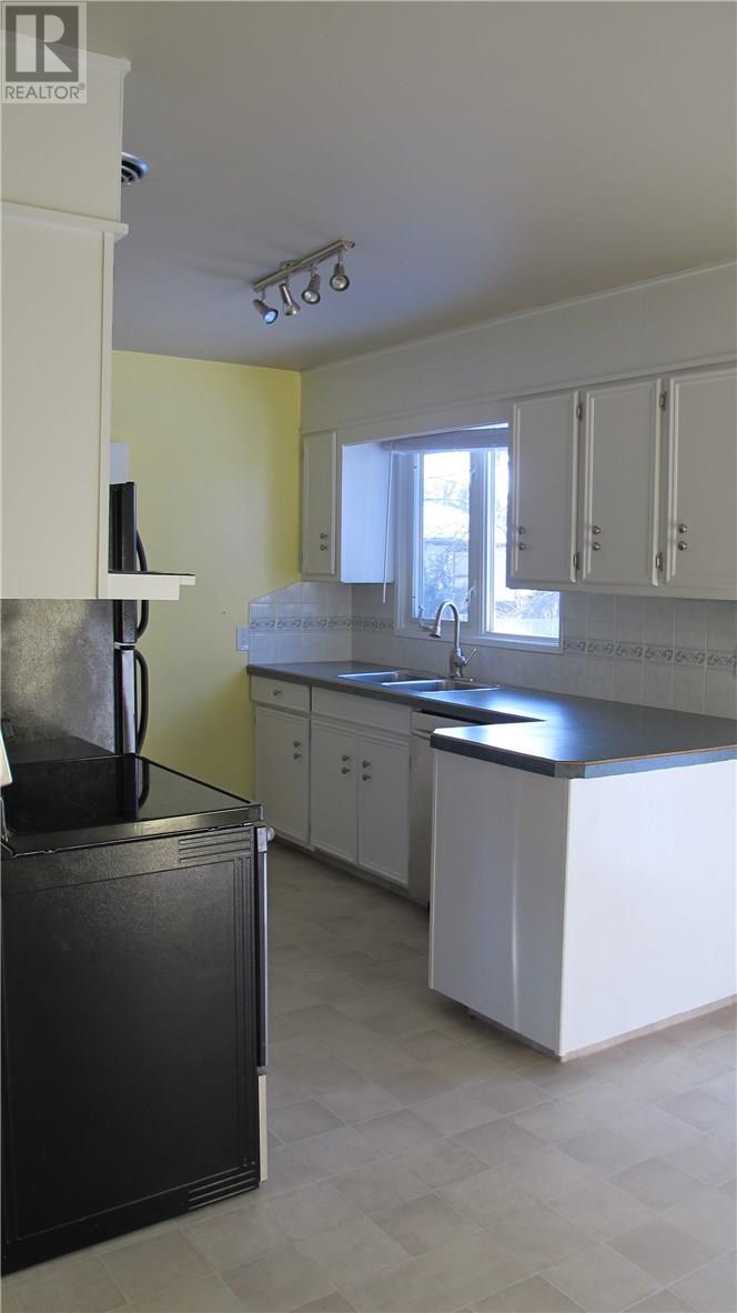 1801 Pettigrew Rd, Estevan, Saskatchewan  S4A 1Z4 - Photo 14 - SK715036