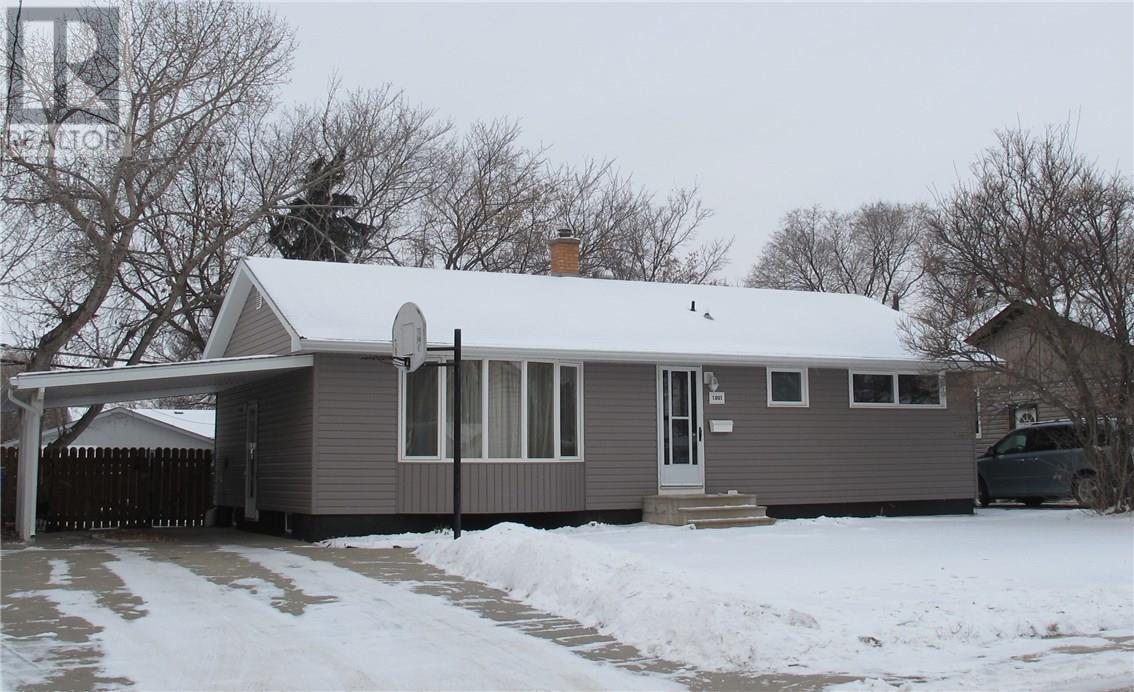 1801 Pettigrew Rd, Estevan, Saskatchewan  S4A 1Z4 - Photo 2 - SK715036