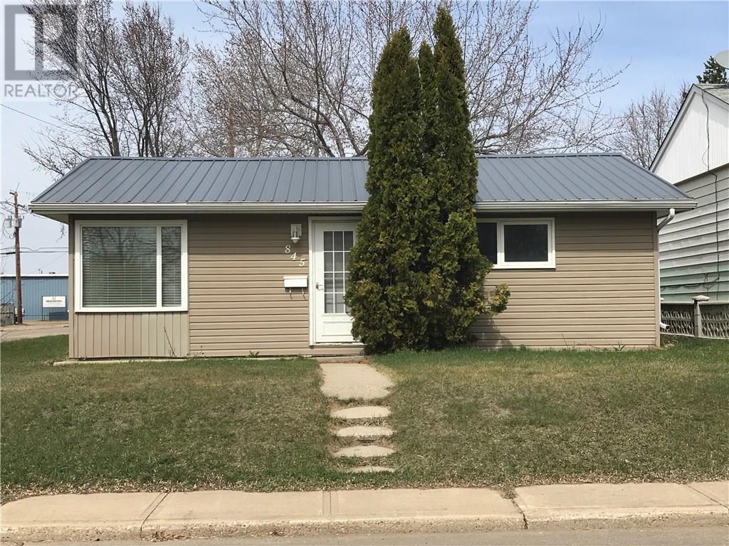 845 Edward St, Estevan, Saskatchewan  S4A 1S6 - Photo 1 - SK715031