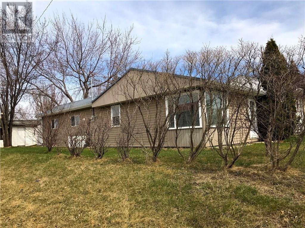 845 Edward St, Estevan, Saskatchewan  S4A 1S6 - Photo 2 - SK715031