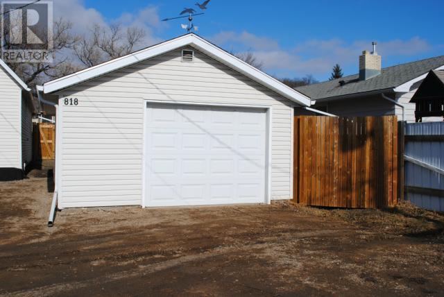 818 First St, Estevan, Saskatchewan  S4A 0G3 - Photo 2 - SK715374