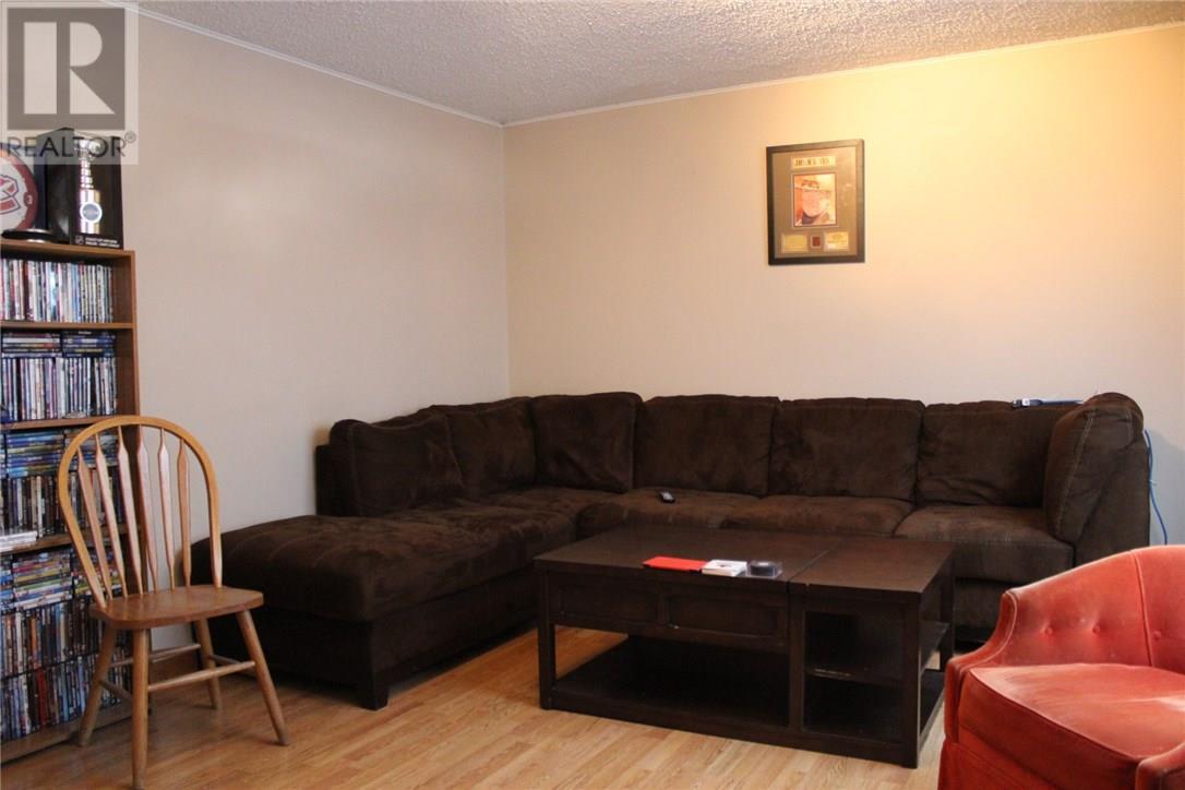 108 11th St Ne, Weyburn, Saskatchewan  S4H 1J5 - Photo 5 - SK715783