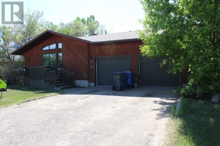 205 1st St E, Frontier, Saskatchewan  S0N 0W0 - Photo 1 - SK716600
