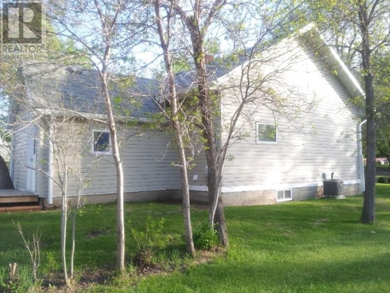 209 1st St W, Lafleche, Saskatchewan  S0H 2K0 - Photo 2 - SK716886