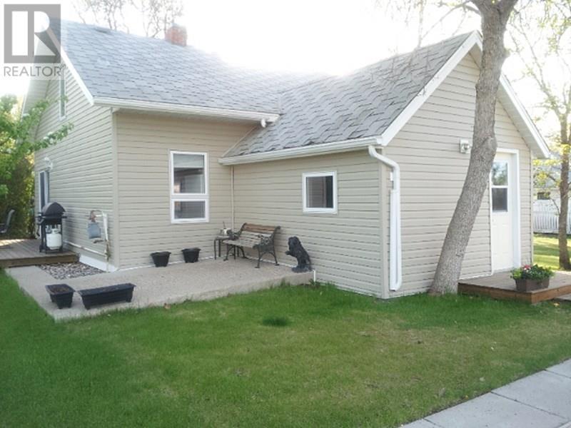 209 1st St W, Lafleche, Saskatchewan  S0H 2K0 - Photo 3 - SK716886