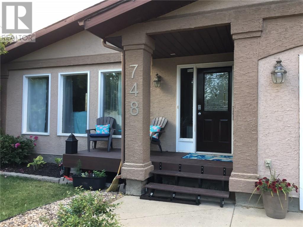 748 Brimacombe Dr N, Weyburn, Saskatchewan  S4H 2P8 - Photo 3 - SK717062