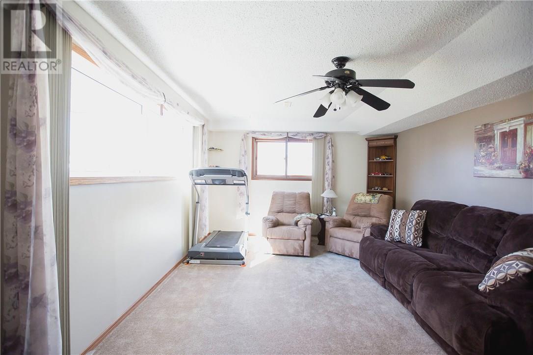 87 Schneider Cres, Regina, Saskatchewan  S4R 7R6 - Photo 8 - SK717237