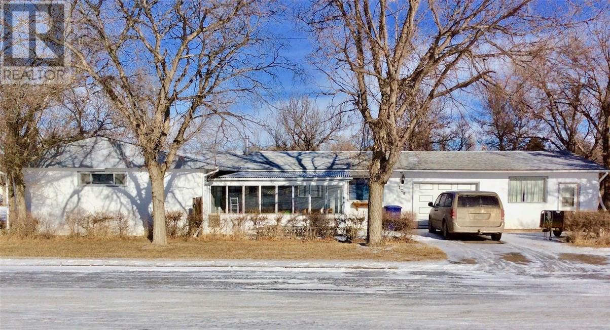 128 3rd Ave W, Ponteix, Saskatchewan  S0N 1Z0 - Photo 1 - SK717385