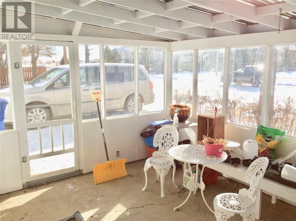 128 3rd Ave W, Ponteix, Saskatchewan  S0N 1Z0 - Photo 16 - SK717385
