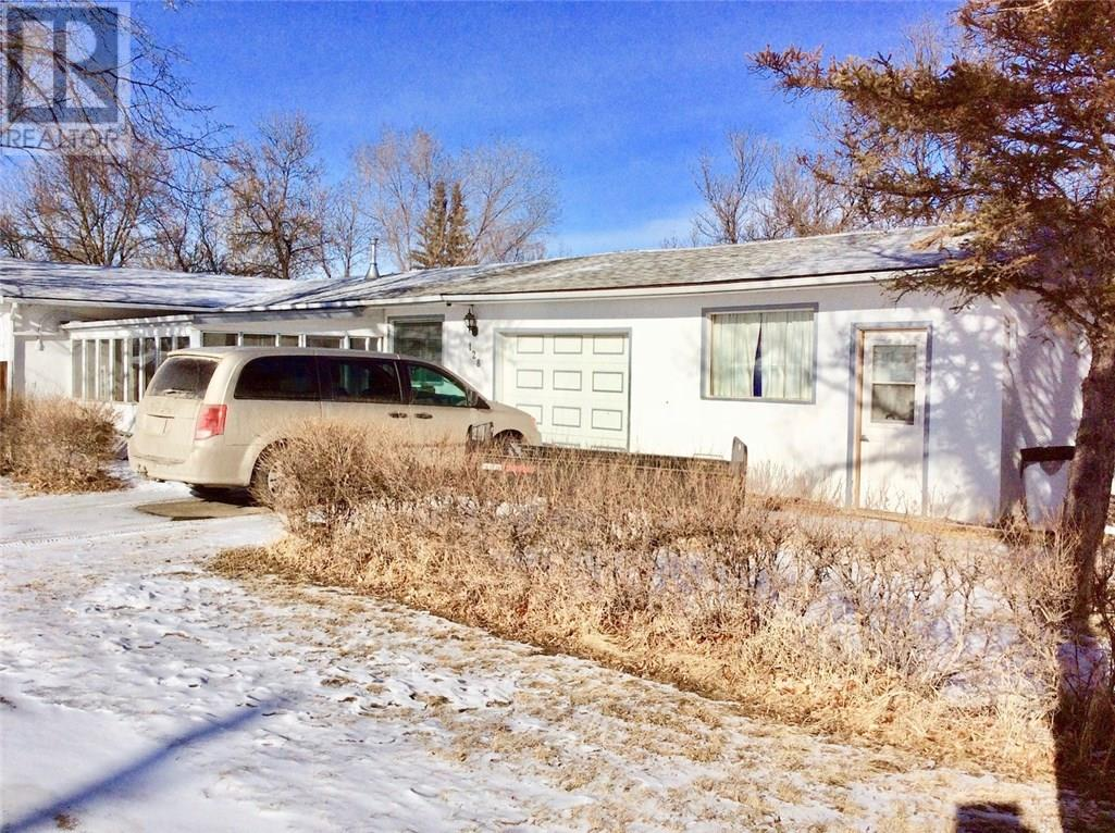 128 3rd Ave W, Ponteix, Saskatchewan  S0N 1Z0 - Photo 22 - SK717385