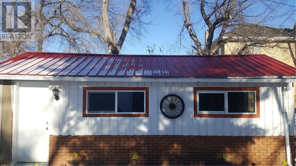 208 1st St W, Ponteix, Saskatchewan  S0N 1Z0 - Photo 38 - SK717359