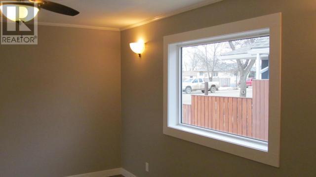 387 3rd Ave E, Shaunavon, Saskatchewan  S0N 2M0 - Photo 10 - SK718509