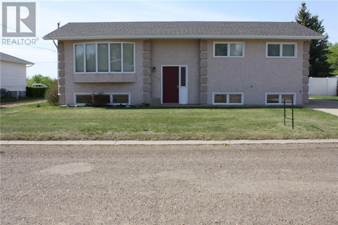 806 Geisen St, Radville, Saskatchewan  S0G 2G0 - Photo 1 - SK718725
