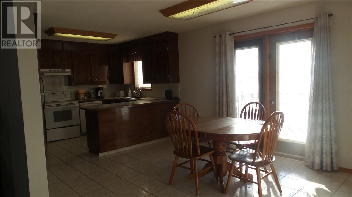 806 Geisen St, Radville, Saskatchewan  S0G 2G0 - Photo 4 - SK718725