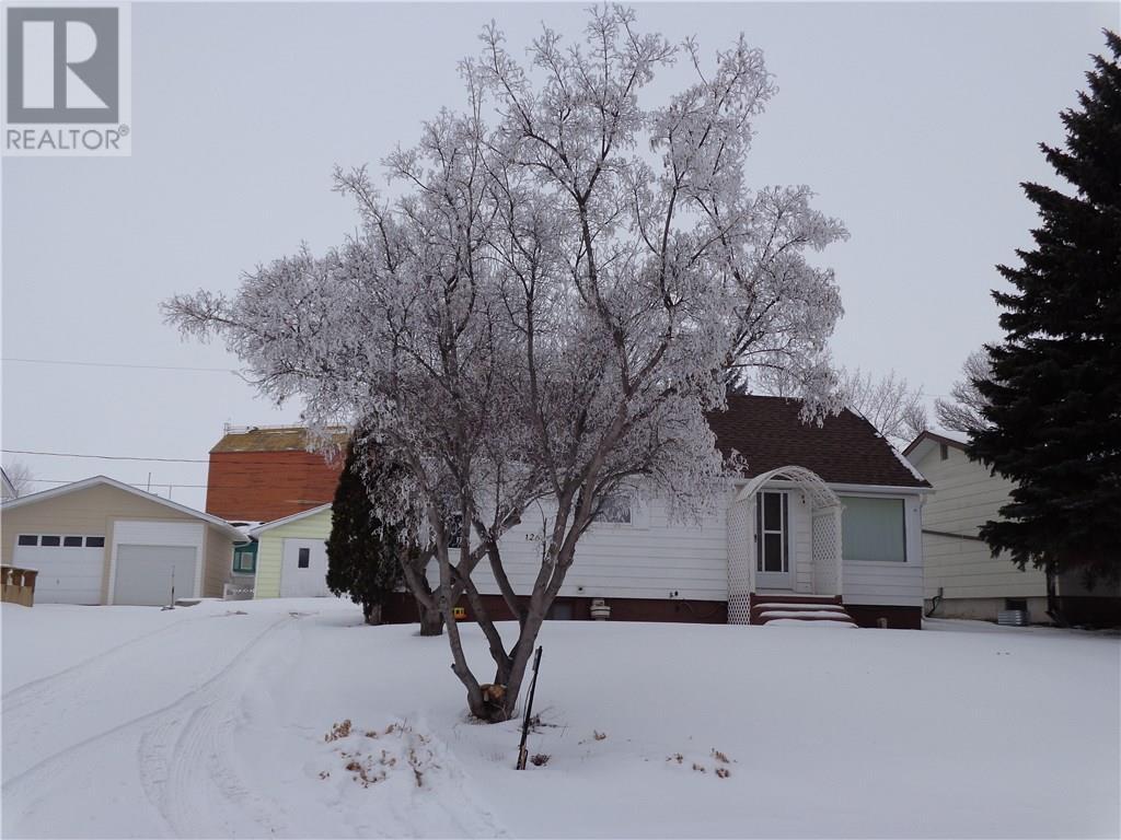 126 Churchill Ave, Coronach, Saskatchewan  S0H 0Z0 - Photo 1 - SK719942