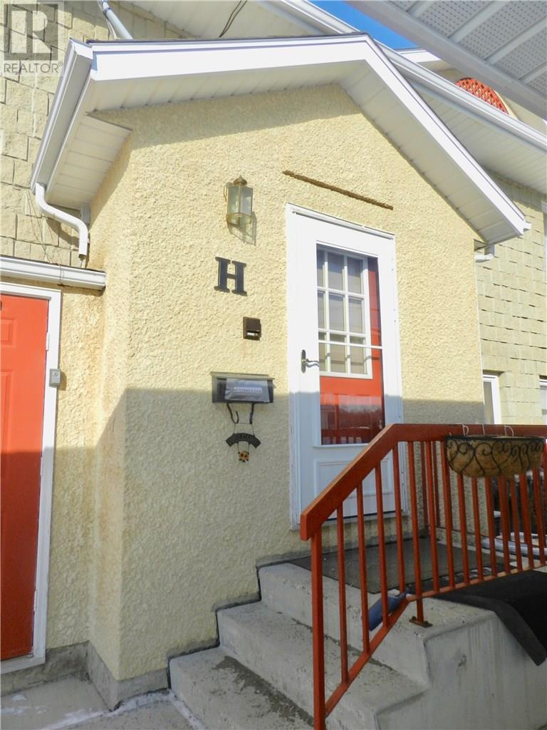 H 279 Hochelaga St E, Moose Jaw, Saskatchewan  S6H 0N9 - Photo 1 - SK720140