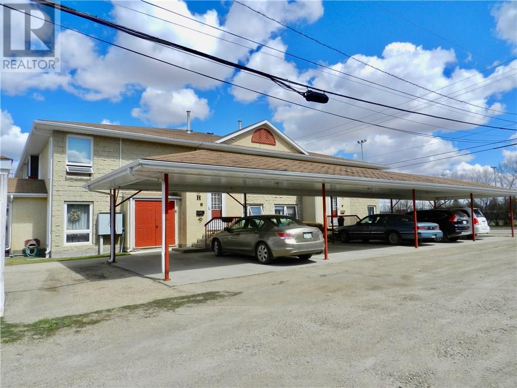H 279 Hochelaga St E, Moose Jaw, Saskatchewan  S6H 0N9 - Photo 2 - SK720140