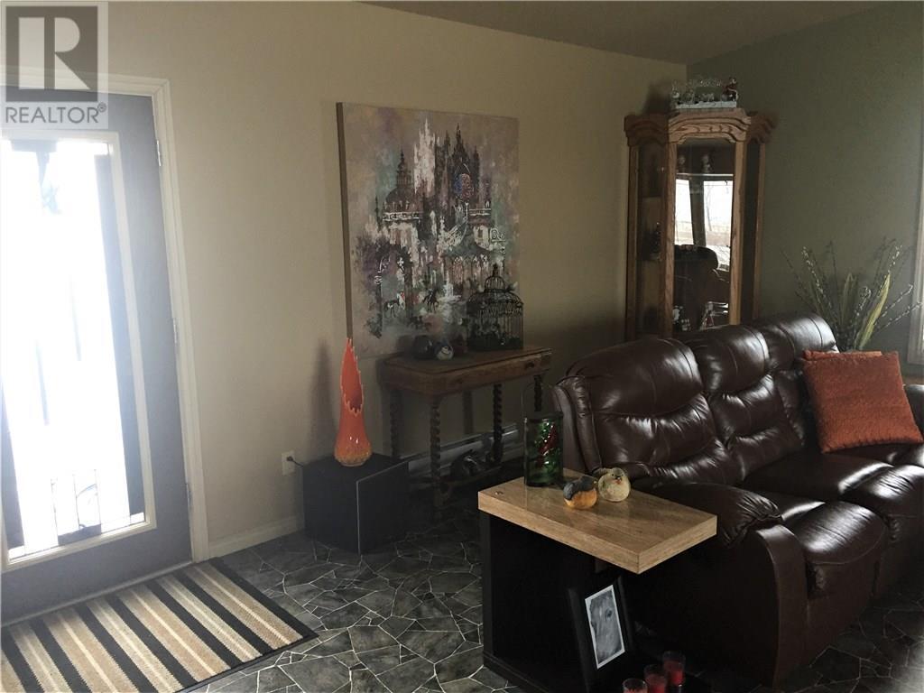Low's Acreage, Moose Jaw Rm No. 161, Saskatchewan  S6H 4R3 - Photo 29 - SK720373