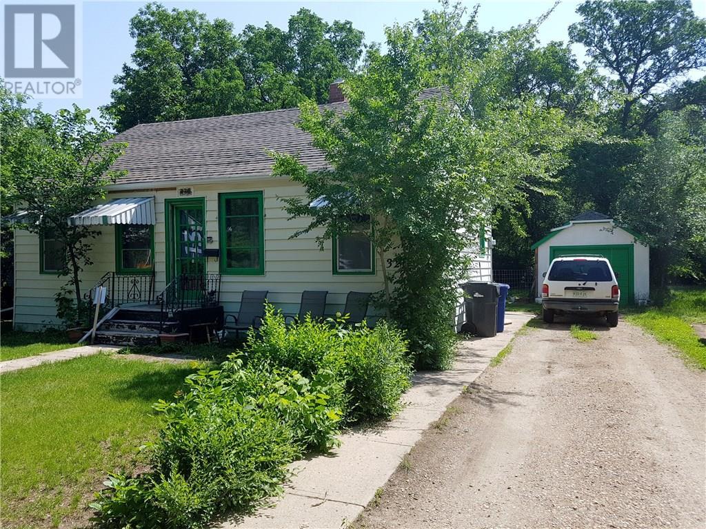 326 2nd St Ne, Weyburn, Saskatchewan  S4H 0V3 - Photo 1 - SK721020